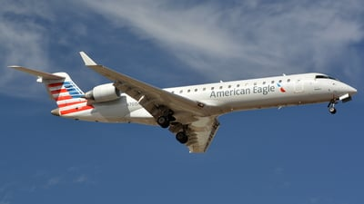 A picture of N701SK - Mitsubishi CRJ701ER - American Airlines - © Maximilian Gruber