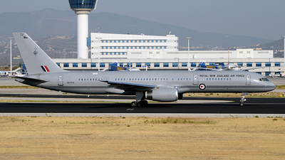 NZ7572 - Boeing 757-2K2 - New Zealand - Royal New Zealand Air Force (RNZAF)