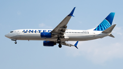 A picture of N27213 - Boeing 737824 - United Airlines - © Juan Carlos Alvarez (MAS Aviation Press)