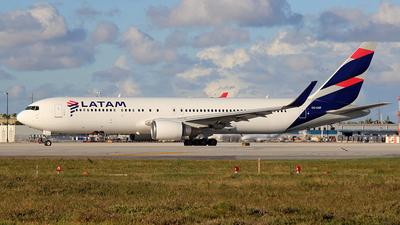 A picture of CCCXF - Boeing 767316(ER) - LATAM Airlines - © Carlos Alberto Rubio Herrera
