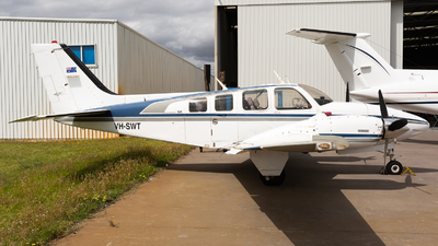VH-SWT - Beechcraft 58 Baron - Private