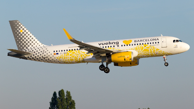EC-MNZ - Airbus A320-232 - Vueling