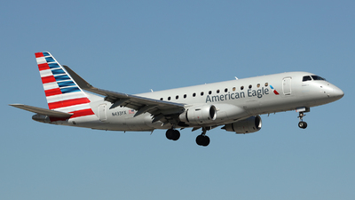 A picture of N433YX - Embraer E175LR - American Airlines - © Arno Vesterholm