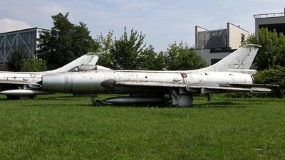 807 - Sukhoi Su-7BKL Fitter A - Poland - Air Force