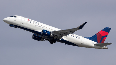 A picture of N256SY - Embraer E175LR - Delta Air Lines - © Stephen J Stein