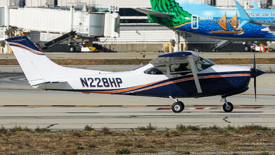 N228HP - Cessna R182 Skylane RG - Private