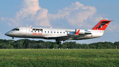 N8914A - Bombardier CRJ-200ER - Northwest Airlink (Pinnacle Airlines)