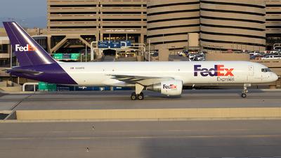A picture of N996FD - Boeing 7572Q8(SF) - FedEx - © TSTP350