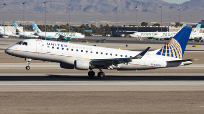 A picture of N162SY - Embraer E175LR - United Airlines - © David Lee