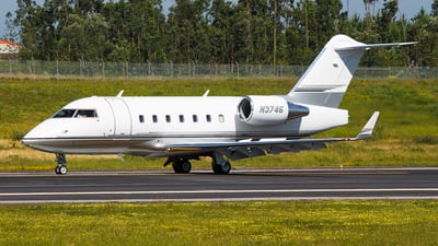N3746 - Bombardier CL-600-2B16 Challenger 604 - Private