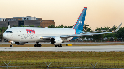 A picture of PRACO - Boeing 767346F(ER) - LATAM Cargo Chile - © Degupukas