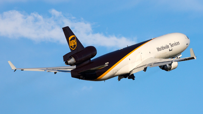 A picture of N289UP - McDonnell Douglas MD11F - UPS - © zwzhou
