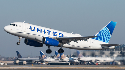 N877UA - Airbus A319-132 - United Airlines