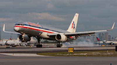 N646AA - Boeing 757-223 - American Airlines