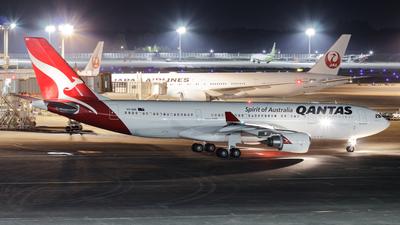 VH-EBR - Airbus A330-202 - Qantas