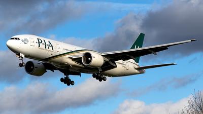 A picture of APBGL - Boeing 777240(ER) - Pakistan International Airlines - © Alexander Nieder