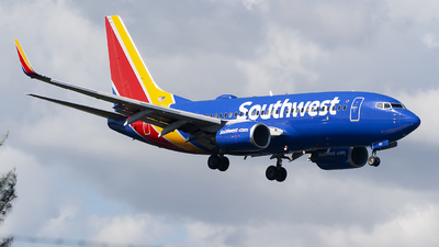 A picture of N712SW - Boeing 7377H4 - Southwest Airlines - © Mark Lawrence