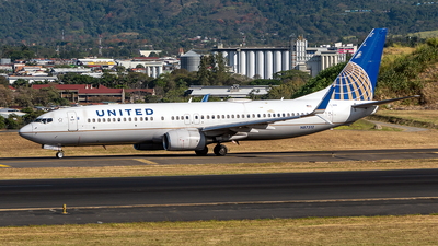 A picture of N87512 - Boeing 737824 - United Airlines - © Cristian Quijano