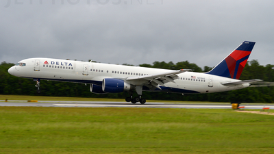 A picture of N519US - Boeing 757251 - [23207] - © Trent Compton