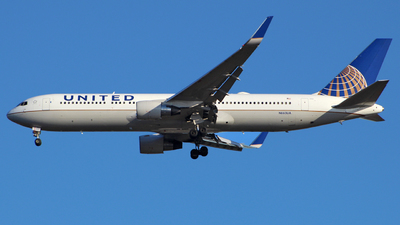 N663UA - Boeing 767-322(ER) - United Airlines