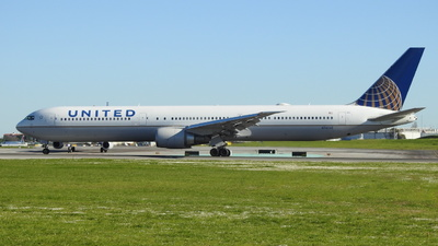 A picture of N76065 - Boeing 767424(ER) - United Airlines - © Rui J Pais