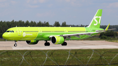 A picture of VQBGU - Airbus A321271N - S7 Airlines - © Vitaly Revyakin