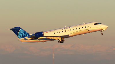 A picture of N953SW - Mitsubishi CRJ200LR - United Airlines - © Hongming Zheng