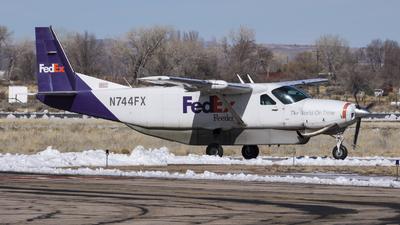 A picture of N744FX - Cessna 208B Super Cargomaster - FedEx - © David Lee