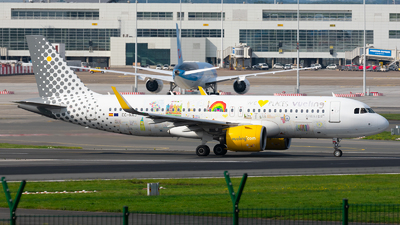 A picture of ECNAJ - Airbus A320271N - Vueling - © Enrique Rubira