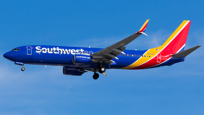 A picture of N8303R - Boeing 7378H4 - Southwest Airlines - © Martin Rogosz