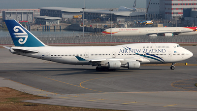 ZK-NBW - Boeing 747-419 - Air New Zealand