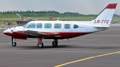 LN-TTC - Piper PA-31-350 Navajo Chieftain - Blom Geomatics