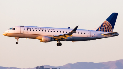 A picture of N132SY - Embraer E175LR - United Airlines - © Brandon Giacomin