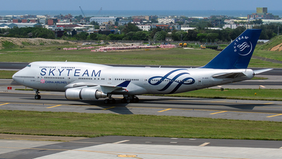 A picture of B18211 - Boeing 747409 - [33735] - © ECHO
