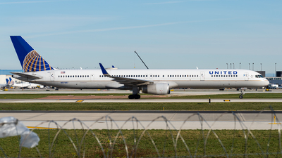 A picture of N57857 - Boeing 757324 - United Airlines - © Haocheng Fang