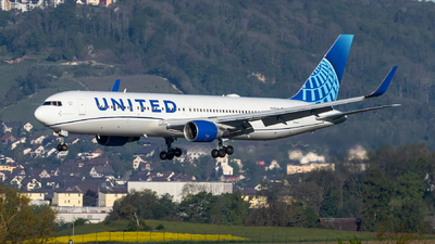 A picture of N649UA - Boeing 767322(ER) - United Airlines - © Luis Singer
