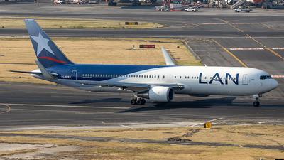 A picture of CCBDB - Boeing 767316(ER) - LATAM Airlines - © Edmundo Iturralde