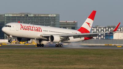 A picture of OELAE - Boeing 7673Z9(ER) - Austrian Airlines - © Samuel Roessler