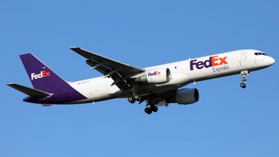 A picture of N997FD - Boeing 757230(SF) - FedEx - © Len Schwartz
