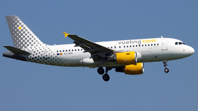 EC-NGB - Airbus A319-111 - Vueling