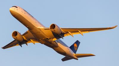 A picture of DAIXE - Airbus A350941 - Lufthansa - © Martin Pinnau