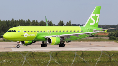 A picture of VQBOA - Airbus A320214 - S7 Airlines - © Vitaly Revyakin