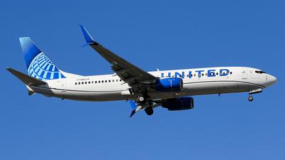 N18220 - Boeing 737-824 - United Airlines