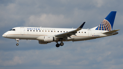 A picture of N727YX - Embraer E175LR - United Airlines - © Chris Popovich