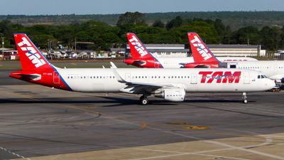 PT-XPE - Airbus A321-211 - TAM Linhas Aéreas