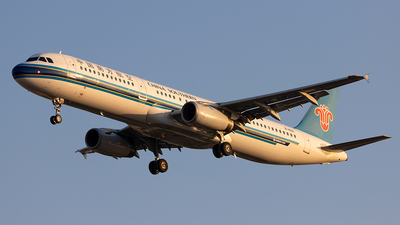 A picture of B1830 - Airbus A321231 - China Southern Airlines - © Captain Lorca