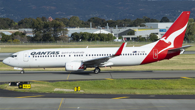 VH-XZB - Boeing 737-838 - Qantas