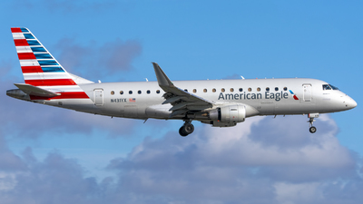 A picture of N431YX - Embraer E175LR - American Airlines - © Angel Duran