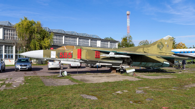 585 - Mikoyan-Gurevich MiG-23MF Flogger B - German Democratic Republic - Air Force
