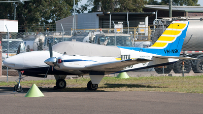 VH-NSK - Beechcraft 58 Baron - Little Wings